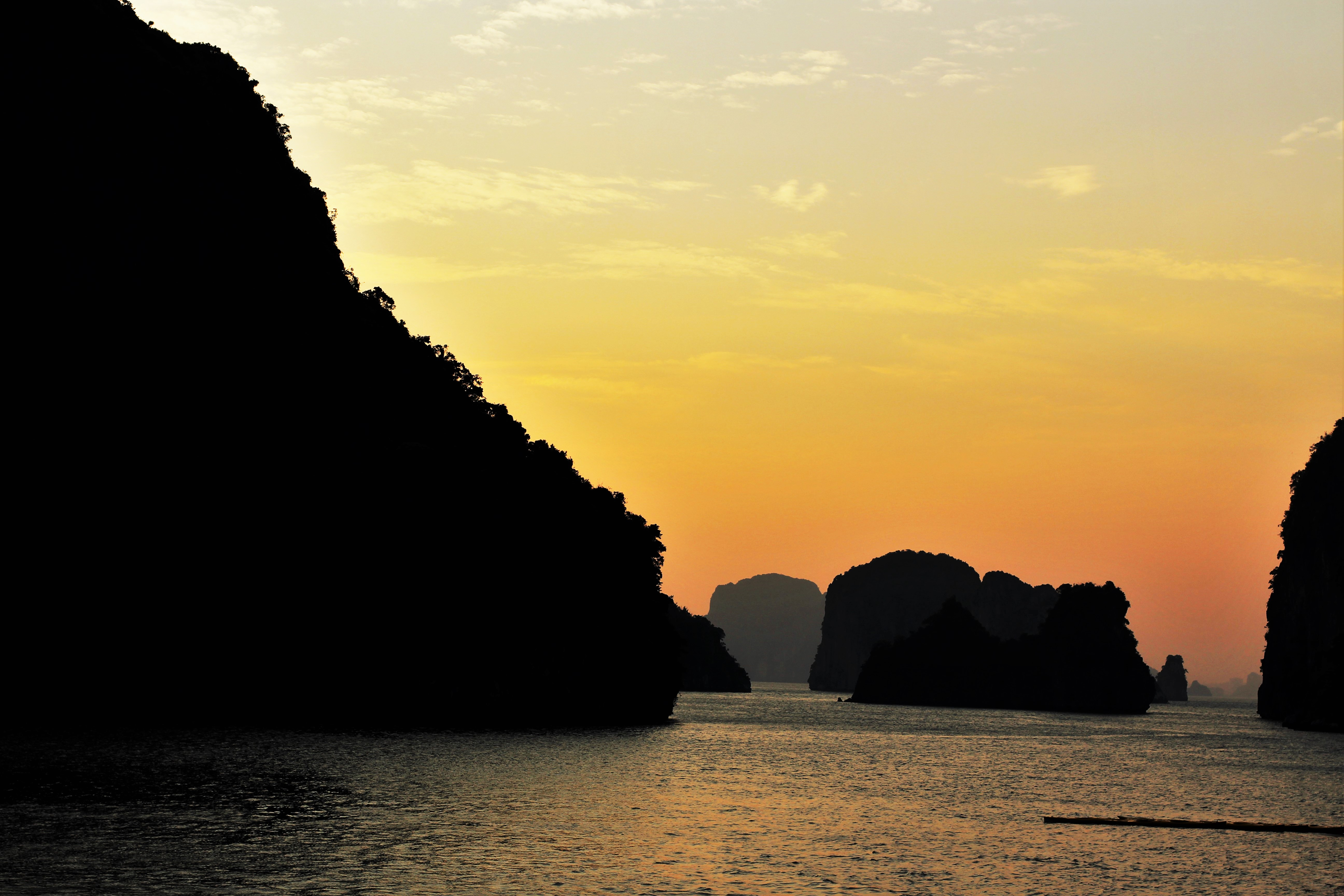 coucher soleil baie halong