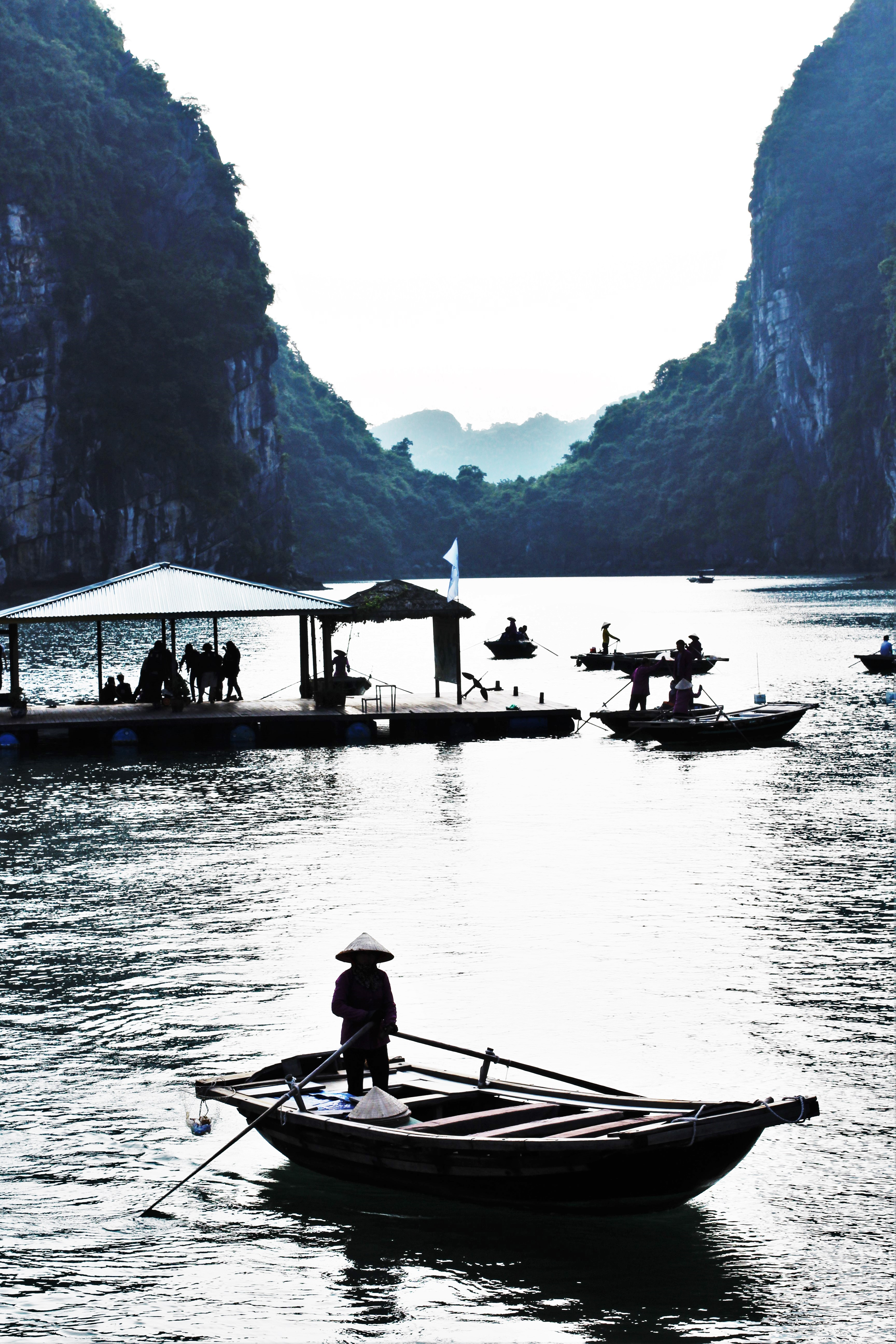 barques baie halong